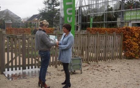 Patricia Vandecasteele van de Hortus botanicus Leiden en Doortje Londema